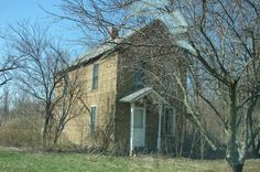Abandoned house just north of Fort Madison, IA
