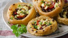 Tartletky z lístkového cesta so syrom a s paradajkami Potato Puff Casserole Recipe, Yummy Appetizers, Appetizers For Party, Cheese Tarts, Tomato And Cheese, Twice Baked Potatoes, Recipe Details, Top Recipes, Daily Meals