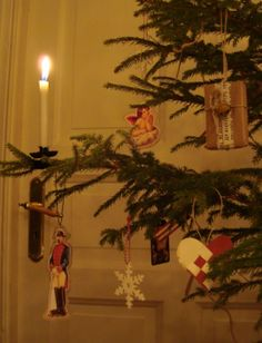 Christmas tree with DIY old fashioned ornaments
