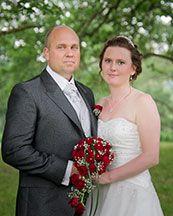 Ett nytt brudpar på Nygifta.nu. Från Vara.  Mycket mer om bröllop och massor av brudpar hittar du på www.nygifta.se
