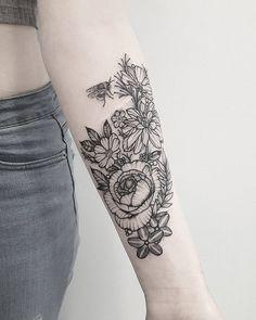 Nice Meeting You, Cardiff, Bee, Tattoos, Flowers, Instagram, Honey Bees, Tatuajes, Tattoo