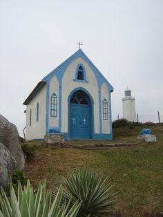 Farol de Santa Marta SC Laguna Santa Catarina, Iglesias, Lighthouses, Brazil, Beautiful Places, Around The Worlds, Exterior, Cabin, House Styles