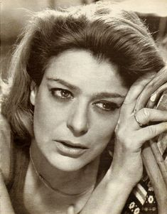 Melina Mercouri ღ Greek Culture, Women Figure, Crazy Girls, Keith Richards, Great Women, Great Hair, Beauty Women, Old School, Monochrome