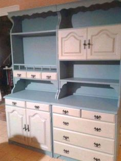 Chalk Paint Furniture, Furniture Makeover, Bookshelves, Type 3, Shelving, Diy And Crafts, Barbie, Kitchen Cabinets, Facebook
