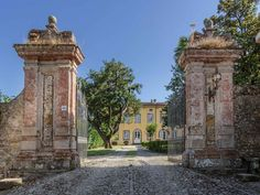Villa Perugino - Lucca Villa Rental - Luxury Villa Rental in Lucca - www.tuscanyretreats.com - Villa Perugino #tuscanvilla #tuscanholidays #tuscanyholidayhome #luxuryvilla #tuscanyvilla #holidayvilla #italianvilla