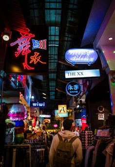 Taiwan Travel Photography - Wufengpu Shopping District, alleys full of cheap local clothing Taiwan Travel, Anime Scenery, Popular Culture, Travel Photos, Hong Kong, Traveling By Yourself, Times Square, Tokyo, Travel Photography