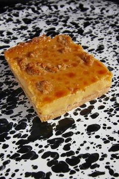ANZAC CARAMEL SLICEBASE1 ½ cups (150g) ROLLED OATS3/4 cup (75g) DESSICATED COCONUT¾ cup (110g) FLOUR1 ½ tsp BAKING POWDER1 ½ tsp GROUND GINGER150g BUTTER, cubed¾ cup (120g) soft BROWN SUGAR2 tbsp GOLDEN SYRUPTOPPING1 x 3...