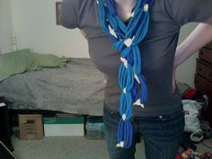 T-shirt scarf action