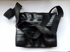 Camera d'aria riciclata Sling Bag dell'anca di TUBERS su Etsy