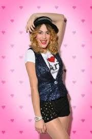 Resultado de imagen para violetta Violetta Live, Disney Channel Original, Teen Actresses, Sofia Carson, Film Serie, Look Alike, Character Inspiration, Martini, It Cast