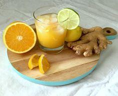 Für zwei bis drei Gläser benötigt man: 6-8 Bio-Orangen zum Auspressen ein ca. 5cm langes Stück frischen Ingwer Saft von 1/2 Limette zum Abschmecken wer's süßermag 2 TL brauner Zucker Eiswürfel oder Crushed Ice Limetten- und Orangenscheiben zum Garnieren