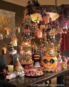 Who would not love this Silly Halloween Tablescape from Glitterville Halloween. I love how everything has eyes! 31 Inspiring Halloween Mantles and Tablescapes to dress up your home this October Season on Frugal Coupon Living.