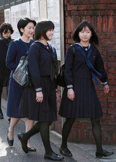 (L-R) Princess Kiko, Princess Mako and Princess Kako of Akishino enter Gakushuin school campus on 22 Mar 2010 in Tokyo