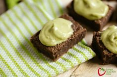 Picky eaters will surely love this black bean brownie! It's a superfood dessert with delicious avocado frosting. A healthy treat for the whole family.