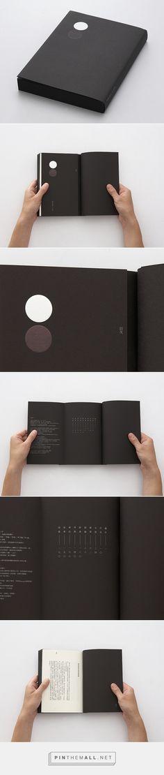 A Silver Moon by Wang Zhihong. Book Design Layout, Print Layout, Book Cover Design, Graphic Design Print, Graphic Design Inspiration, Editorial Layout, Editorial Design, Book Binding Design, Pamphlet Design
