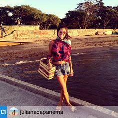 #Repost @julianacapanema com a canga estampa bouganville como blusa, linda! ・・・Por do sol buziano ✨ @aragemrio