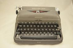 Vintage 1948 Remington Rand De Luxe Model 5 (1941 line) Portable Typewriter with BRAND NEW RIBBON - Rare Post-War Model