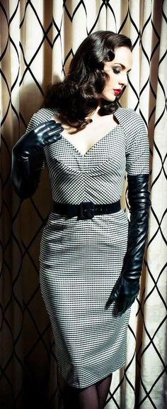 How to Wear: Long Leather Gloves Elegant Gloves, Gloves Fashion, Black Leather Gloves, Long Gloves, Mode Vintage, Up Girl, Leather Fashion, How To Wear, Hard Wear