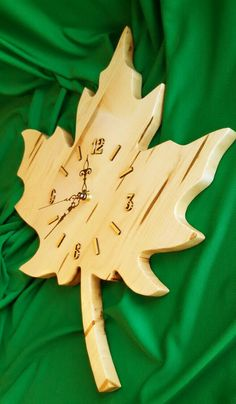 Maple Leaf Clock made out of Maple Wood by BobsFineWoodProducts