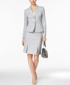 I really love this outfit, especially the skirt with pleats. Business Professional Outfits, Business Attire, Skirt Outfits, Chic Outfits, Suits For Women, Clothes For Women, Classy Suits, Office Fashion Women, Skirt Suit