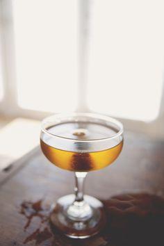 IPA Manhattan Cocktail: rye, sweet dolan vermouth, maraschino liqueur, hopped grapefruit bitters, grapefruit twist | The Kitchy Kitchen