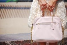 I believe with all my heart that I NEED this bag. 