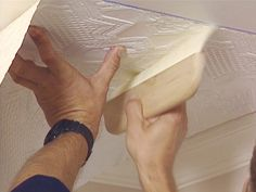 HOW TO APPLY AN EMBOSSED WALLPAPER CEILING TREATMENT