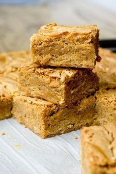 Pumpkin Blondies with Caramelized White Chocolate Swirl - the best blondies for fall!