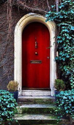 Front Door Paint Colors - Want a quick makeover? Paint your front door a different color. Here a pretty front door color ideas to improve your home's curb appeal and add more style! Door Knockers, Door Knobs, Door Handles, Cool Doors, Unique Doors, Entrance Doors, Doorway, Doors Galore, Best Front Doors