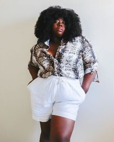 Looks frescos com shorts e sem salto - tem leveza, mas tem estilo White Shorts, Women, Fashion, Style, Moda, Women's, La Mode, Fasion, Fashion Models