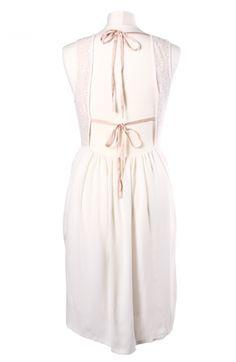 ROLAND GARROS & WHITE SPIRIT: inspiration by Les Cachotières / Dos robe écrue Claudie Pierlot sans manche en dentelle, jupe plissée, dos nu à emprunter chez Les Cachotières