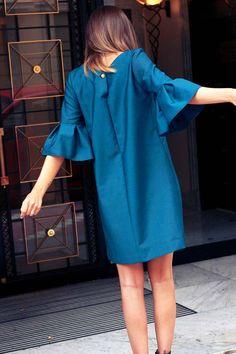 Mode femme: la robe élégante vert émeraude par Atode, le dressing minimaliste chic fait main en france et écologique ! #robe #mode #dress #fashion - tenue de soirée - idée de look nouvel an et noël