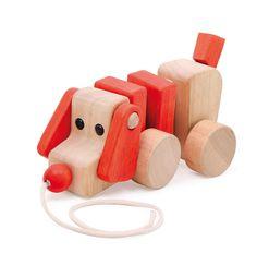 Van bont gelazuurd en onbehandeld beukenhout hoogwaardig vervaardigd, waggelt de vrolijke hond aan het koord getrokken er achteraan!