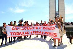 A Fundação Nacional do Índio (Funai) publicou hoje (19) no Diário Oficial da União os relatórios de identificação e delimitação de quatro terras indígenas. São elas as Terras Indígenas (TIs) Ypoi/Triunfo (MS), Sambaqui (PR) Jurubaxi-Téa (AM) e, por fim, a TI Sawré Muybu (PA), do povo Munduruku, que vem travando uma importante batalha contra a construção da usina hidrelétrica São Luiz do Tapajós, a qual alagaria parte de seu território e provocaria graves e irreversíveis danos à região.