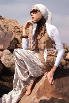 Hijab summer looks Muslim Girls, Muslim Women, Modest Dresses Casual, Modest Clothing, Modest Fashion, Girl Fashion, Moslem Fashion, Hijab Collection, Hijab Fashionista