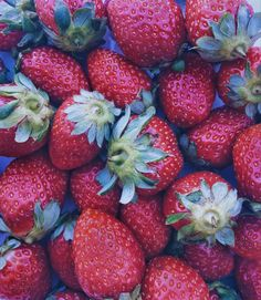 Sooo yummy 🍓❤😋 #strawberries #fruits #healthy #healthyfruit #red #colors #healthysnack #healtychoices #foodpics #foodporn #yummy
