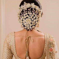 Ditch the same old ponytail and braid, and get inspired with these ten jaw-dropping hairstyles for Indian weddings. From a retro hairdo to a crimped hairstyle let's take a look at what's trending for long hair. Indian Party Hairstyles, Saree Hairstyles, Pakistani Bridal Makeup Red, Bridal Hair And Makeup, Wedding Reception Hairstyles, Wedding Hairstyles For Long Hair, Simple Hairstyles, Wedding Receptions, Hairstyle Ideas