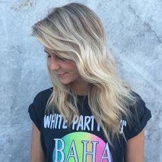 "226 mentions J'aime, 4 commentaires - Hair Salons Across Australia (@_edwardsandco) sur Instagram : ""A creamy #balayage by @sarah_edwardsandco 👌 #edwardsandco #edwardsandcobyronbay #hair #modernsalon…"""