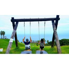 【kimi_008】さんのInstagramをピンしています。 《* * サンメッセ再び~🗿🗿🗿 * * #宮崎 #日南 #サンメッセ日南 #ブランコ #モアイ #海 #空 #ジャックパーセル #miyazaki #miyazakigram #Instagramjapan #japangram #sky #clear #sea》
