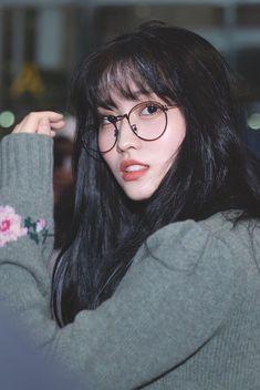 Kpop Girl Groups, Korean Girl Groups, Kpop Girls, Nayeon, Twice Momo Wallpaper, I Love Girls, Cool Girl, Dangerous Love, Twitter Header Aesthetic