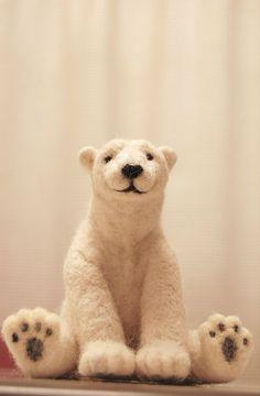 Love this smiley needle felt polar bear Needle Felted Animals, Felt Animals, Cute Animals, Stuffed Animals, Felt Hearts, Felt Toys, Wet Felting, Felt Ornaments, Art Dolls
