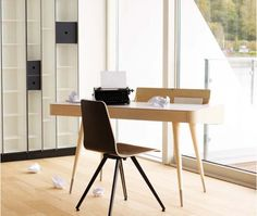 AK 1330 desk by Danish architect Ebbe Gehl. Naver Collection. www.navercollection.dk
