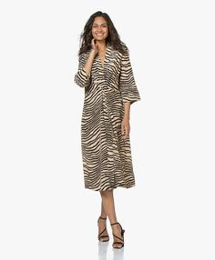 youkuang Malene Birger, Training Shoes, How To Run Longer, Cold Shoulder Dress, Dresses For Work, Fashion, Moda, Fashion Styles, Shoes Sport