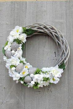 Read more about fun Easter craft Silver Christmas Decorations, Diy Easter Decorations, Easter Wreaths, Christmas Wreaths, Christmas Ideas, Ideas Actuales, Diy Osterschmuck, Diy Ostern, Easter Holidays