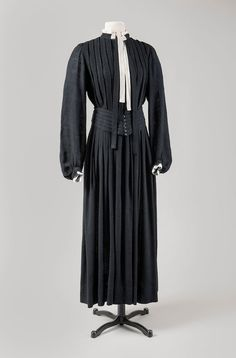 Attributed to Georgia O Keeffe. Dress with Matching Belt, circa 1930s. Black.    dc700519199