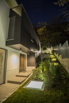Modern entrance by ARX Studio