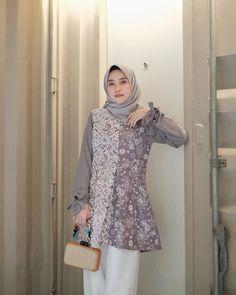 Kebaya Dress, Batik Kebaya, Batik Dress, Muslim Fashion, Hijab Fashion, Fashion Dresses, Blouse Batik Modern, Batik Fashion, Casual Hijab Outfit