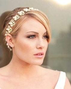 Beautiful headband, but what I really love is how natural looking her make-up is.