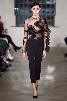 David Koma Fall 2019 Ready-To-Wear Collection Review #davidkoma #fall2019 #london #lfw