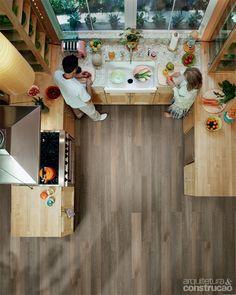 01-piso-de-vinil-modelo-imita-madeira-e-tem-encaixe-facil